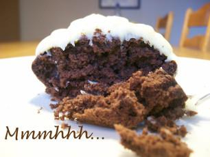Sonntagskuchen: Schoko-Muffins mit weißer Schokocreme-Haube