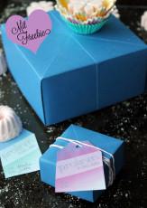 Geschenkschachtel falten und Geschenketag Freebie