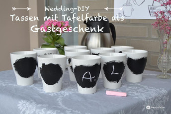 Gastgeschenkidee: Tassen mit Tafelfarbe