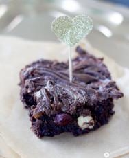 Nutella Swirl Brownies mit karamellisierten Haselnüssen