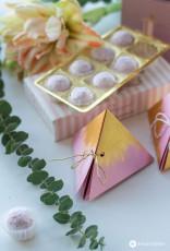 Dreieckige Geschenkschachtel falten - Tender Touch
