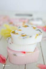 DIY Seife mit Blüten selber gießen