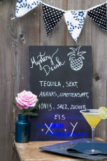DIY Mystery Drink Rezept-Board mit UV-Effect Spray