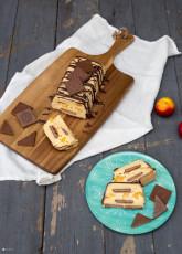 Weiße Schokolade Waffelkekskuchen mit Pfirsich