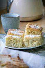 Buttermilchkuchen mit Kokosraspeln