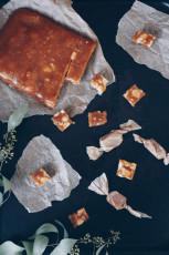 Honigtoffees mit gesalzenen Macadamias
