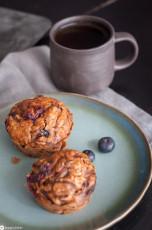 Haferflockenmuffins mit Blaubeeren und Honig