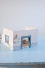 Puppenhaus aus Holzkiste upcyclen