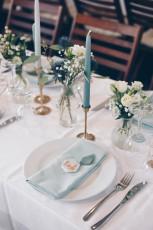 Hochzeitsdeko Inspiration - DIY Scheunenhochzeit mit Eukalyptus und Gold