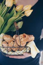 Zimtkringel mit Mandeln und Aprikosenmarmelade