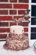 DIY Hochzeitstorte mit getrockneten Blüten