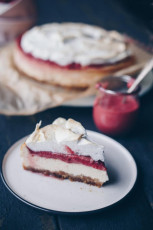 Himbeer-Curd-Cheesecake mit Baiser