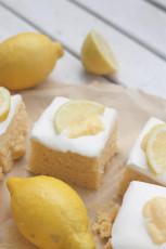 Saftiger Zitronen-Schmand-Kuchen mit Lemon Curd