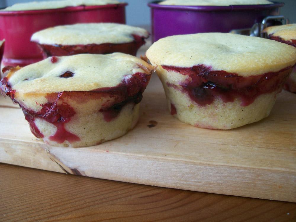 joghurt-beeren-cupcakes frisch aus dem ofen