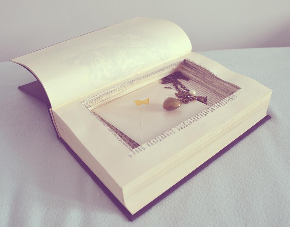 diy buch mit geheimfach basteln einfach selbermachen. Black Bedroom Furniture Sets. Home Design Ideas