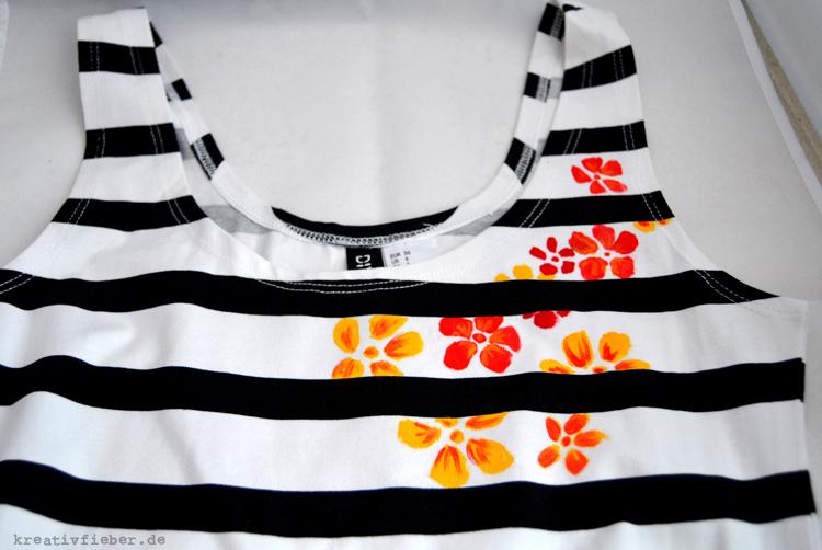 premium selection b4a66 b746f DIY: T-shirts bemalen | drei Techniken mit und ohne Schablone