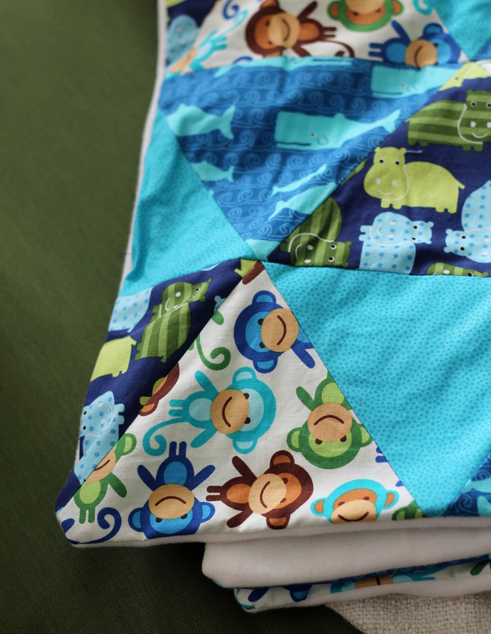 Babydecke Patchwork aus Dreiecken - Schritt für Schritt Anleitung