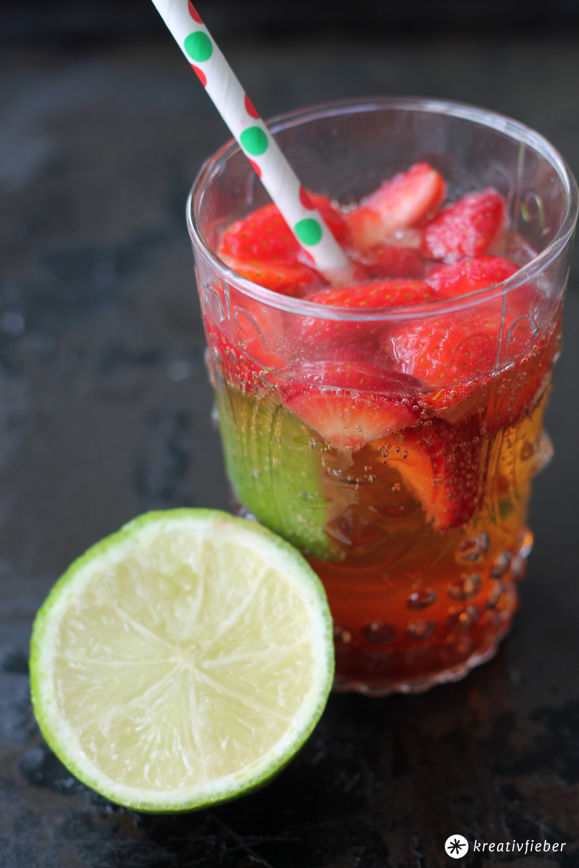 erdbeer mojito cocktail rezept mit erdbeeren sommer. Black Bedroom Furniture Sets. Home Design Ideas