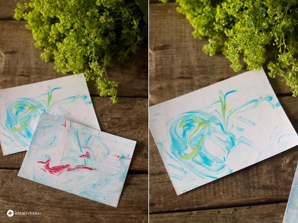 DIY-Briefpapier-mit-Marmortechnik-mit-Rasierschaum-und-Lebensmittelfarbe