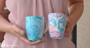 Tassen mit Marmoreffekt