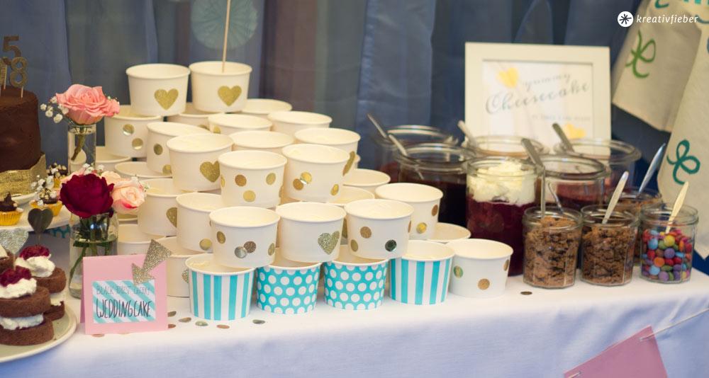 Sweet-Table-DIY-Cheesecake-Topping-Buffet-Gartenhochzeit