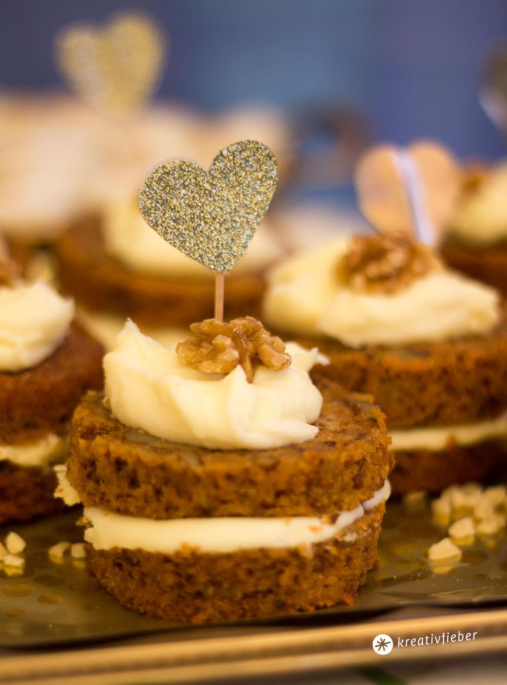 Carrot-Cake-Mini-Törtchen-mit-Mascarponeschokoladentopping