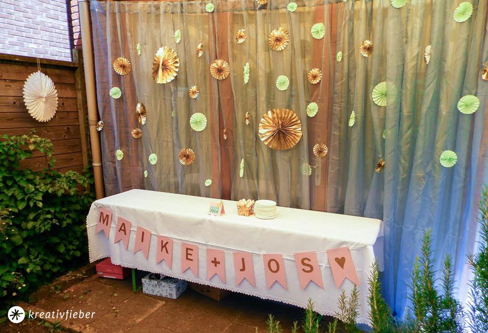 Papierrosetten-falten-Sweet-Table-Hochzeitsdekoration