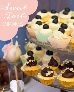 Sweet-Table-Cupcake-Variationen-mit-verschiedenen-Toppings