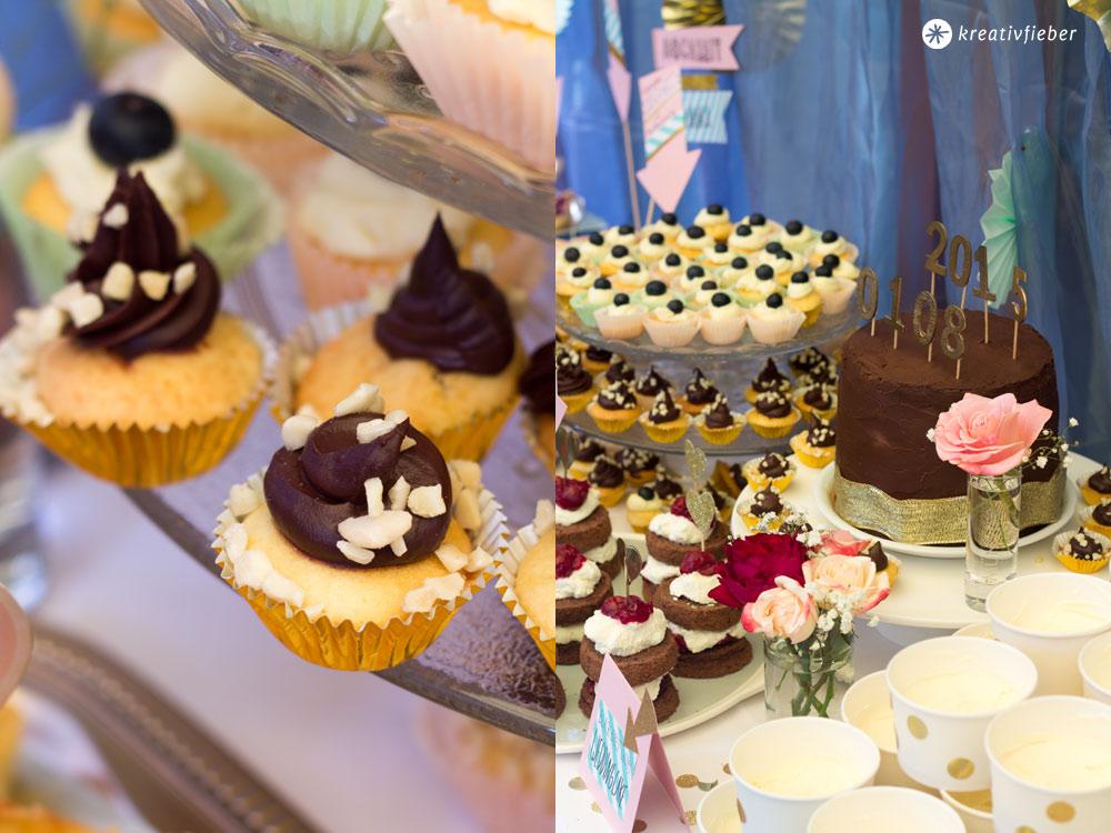 Sweet-Table-Cupcake-Variationen-mit-verschiedenen-Toppings-Hochzeitskuchenbuffet