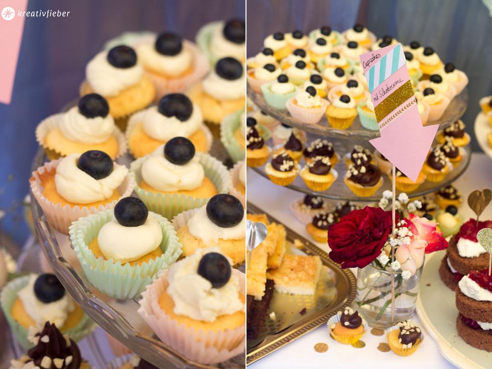 Sweet-Table-Cupcake-Variationen-mit-verschiedenen-Toppings-helle-und-dunkle-Schokolade