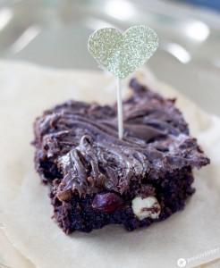 Nutella-Swirl-Brownies-mit-karamellisierten-Haselnüssen---Sweet-Table-Rezept-Schokoladige-Rezepte