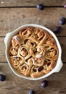Zimtschneckenkuchen-mit-Pflaumen-und-Marzipan