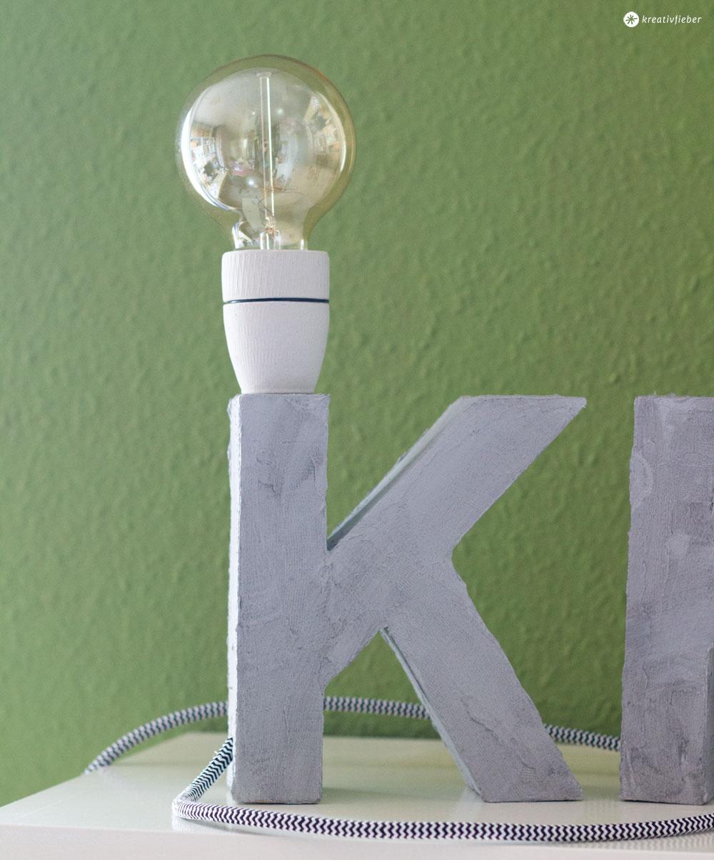 Buchstabenleuchte-mit-Textilkabel-und-Beton-Effekt-bauen