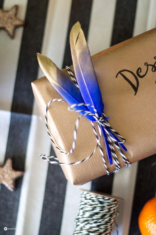 Dessert-für-Zwei-verpacken-und-verschicken---Geschenkverpackung-mit-Federn-und-Gold