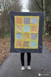 Einfache-Babydecke-aus-Quadraten