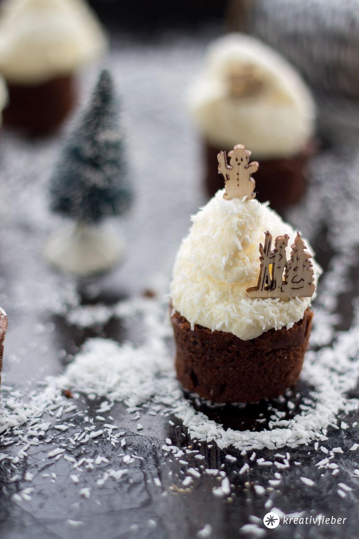 Schokohäppchen-mit-Schneegestöber---Schokocupcakes-mit-Kokos-Frischkäse-Frosting