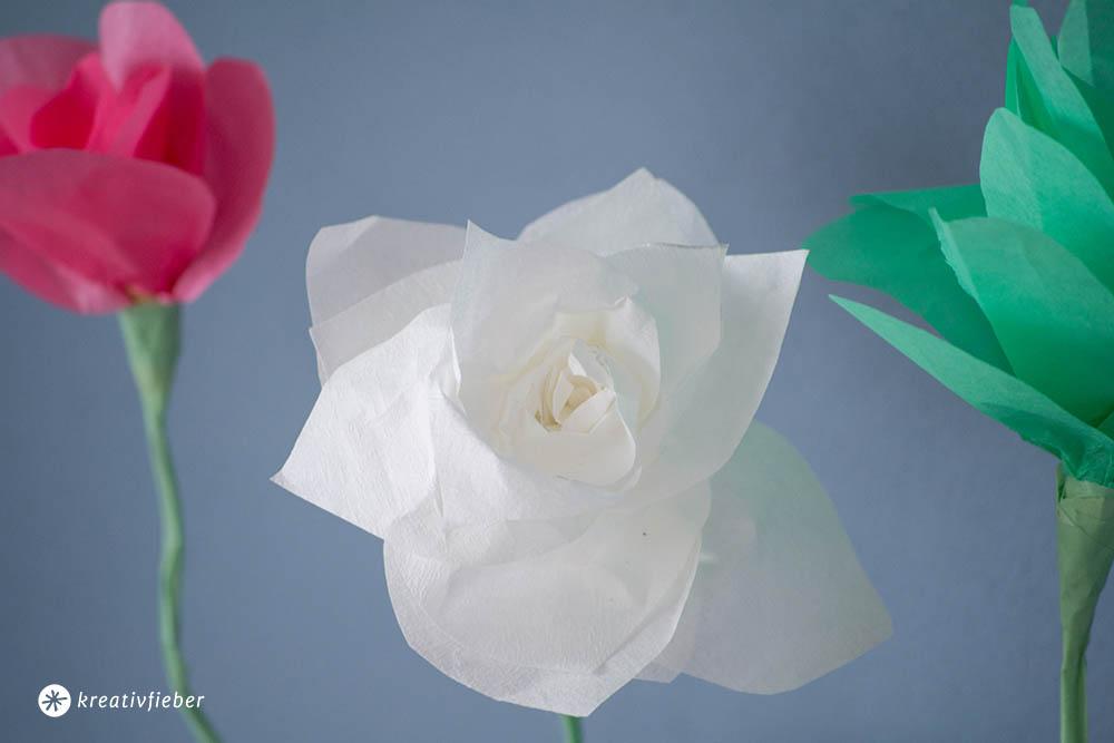 DIY Papierblumen falten - einfache Anleitung - Dekoidee