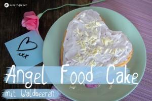 Angel Cake mit Waldbeeren für Valentinstag Kuchen