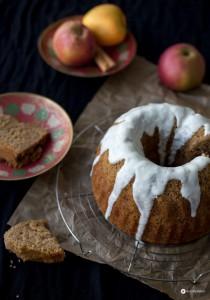 Apfelmus Haselnuss Guglhupf mit Joghurt - saftiges Rührkuchen Rezept