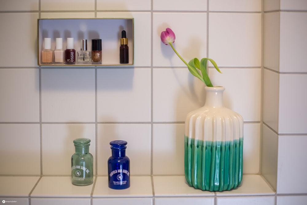 DIY-Pralinenschachtel-Upcycling---Nagellackregal-fürs-Badezimmer-selbermachen