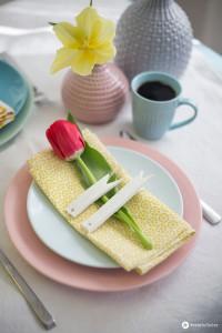 Osterdeko-Ideen-aus-Modelliermasse---Tischkärtchen-kombiniert-mit-Pastelltönen