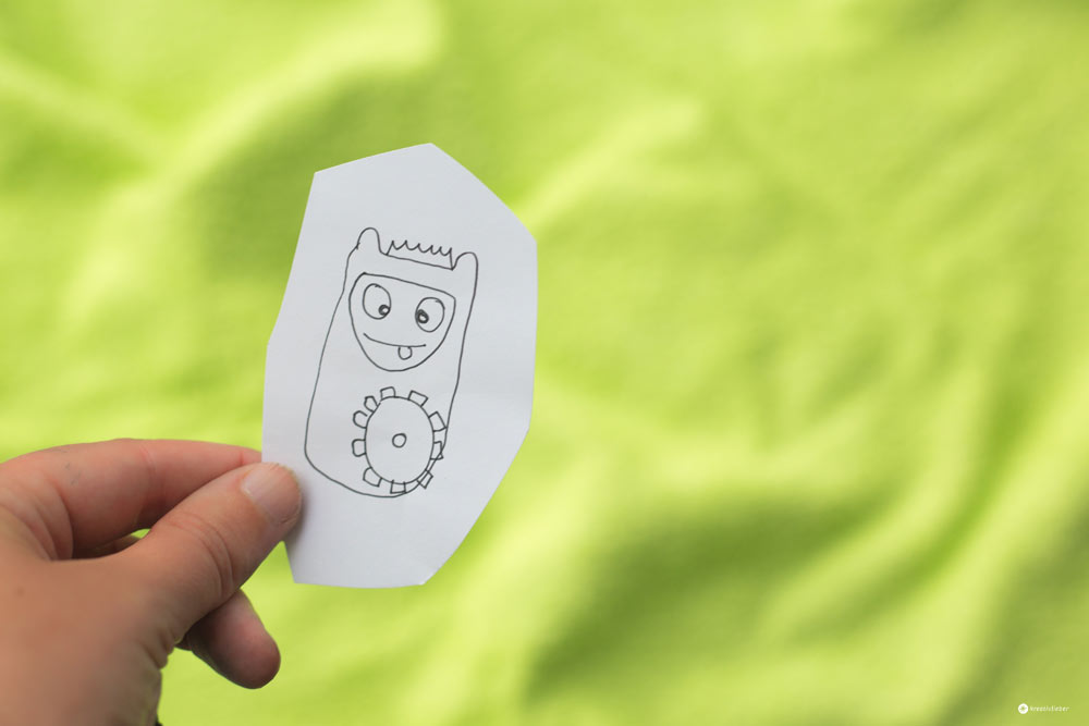 DIY-Kuschelmonster-nähen-ohne-Schnittmuster---Papierskizzen-Kuschelmonster-Entwurf