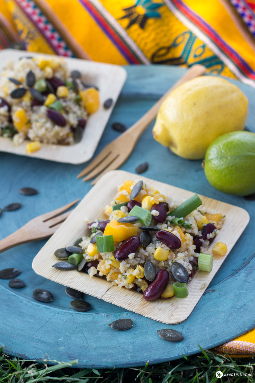Mango Bulgur Salat mir Zitrusdressing und Kürbiskernen