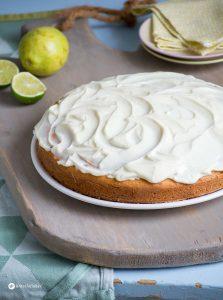 Avocado Kuchen mit Zitronen und Limettentopping Rezept einfach selber backen