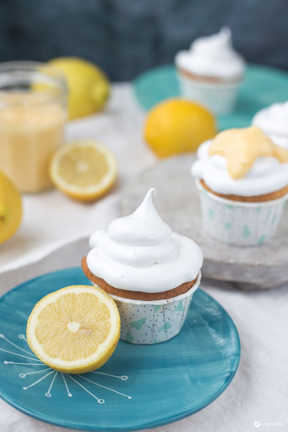Lemon Curd Cupcakes mit Schokokuss Topping
