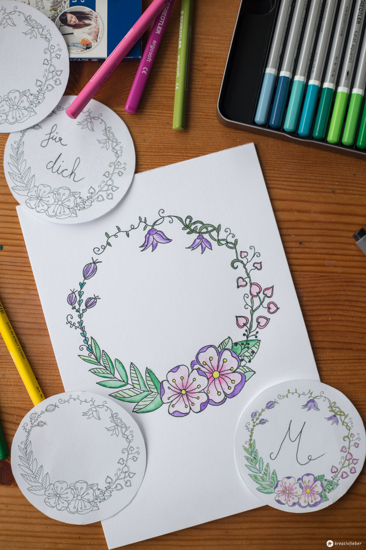 DIY Blumenkranz Monogramm Schritt für Schritt zeichnen inklusive Geschenkanhänger Freebie Kreativfieber