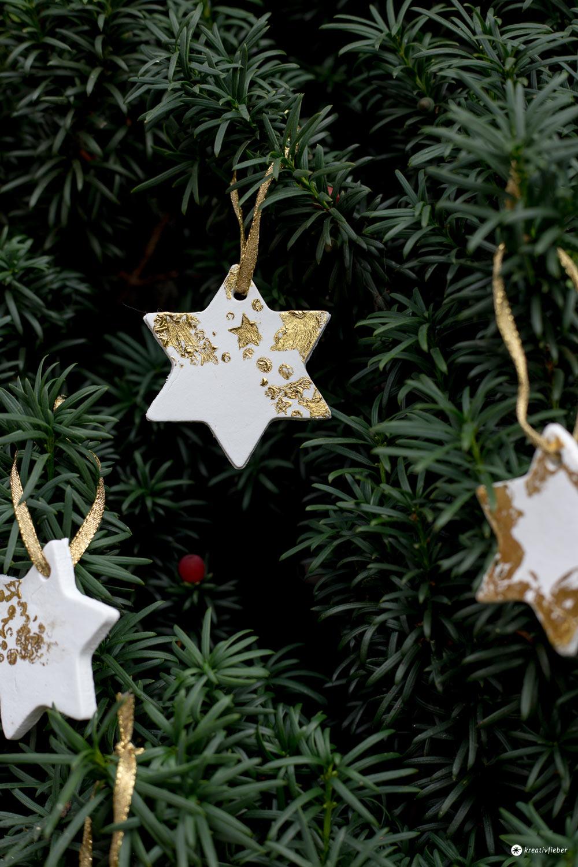 DIY Sternenanhänger mit Gold - DIY Weihnachtsbaumdeko selbermachen