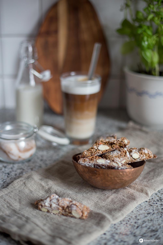 Kaffee Cantuccini Stangen Rezept - kleines Gebäck zum Kaffee selbermachen