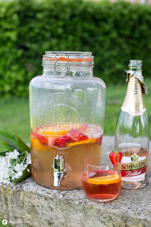 Rose Spritz mit Erdbeeren und Orangen - alkoholfreier Sommerdrink für Schwangere - Alkohlfreie Rezepte mit Sekt
