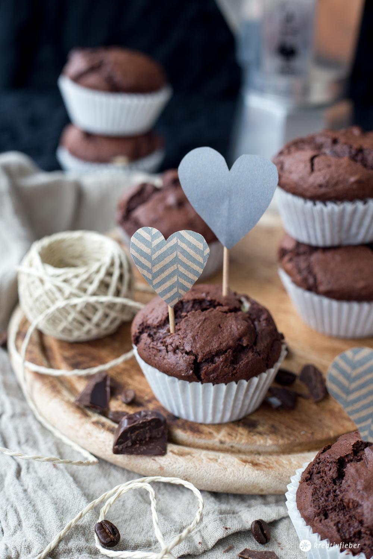 Schokoladige Schoko-Espresso-Muffins mit Cheesecakekern selbermachen - Rezeptideen mit Kaffee